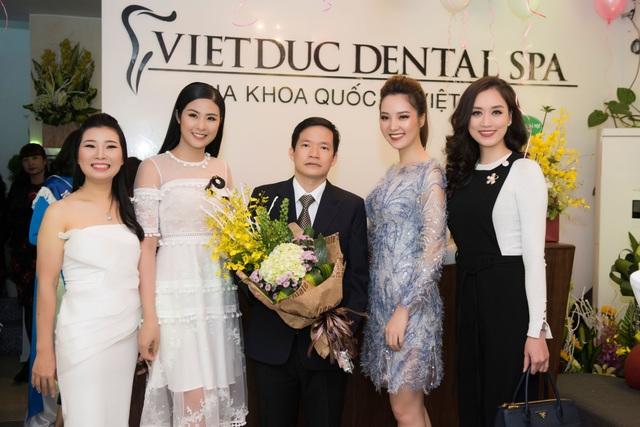 Hoa hậu Ngọc Hân, MC Thụy Vân, Người đẹp Hồng Nhung đến chung vui cùng bác sĩ Phú H