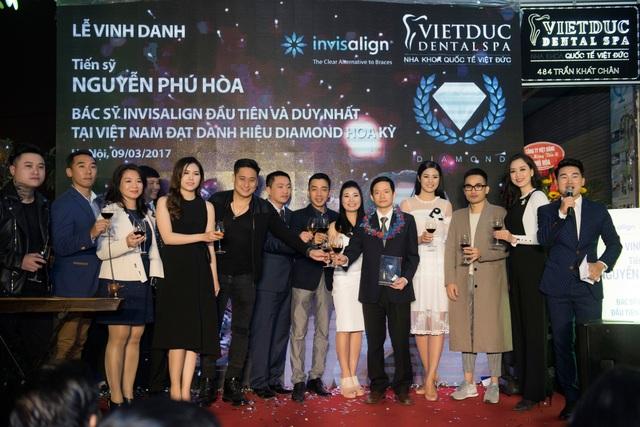 bác sĩ Nguyễn Phú Hòa vinh dự danh hiệu Kim Cương-Invisalign do Tổ chức Nha khoa quốc tế Invisalign trao tặng