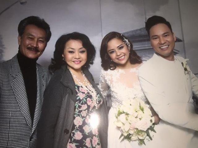 Ca sĩ Hương Lan và chồng đến dự đám cưới Đình Bảo. Ảnh: HL.