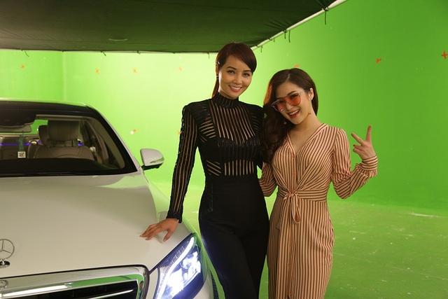 Nhà sản xuất Mai Thu Huyền và ca sỹ đảm nhiệm ca khúc chính trong phim - Hương Tràm.