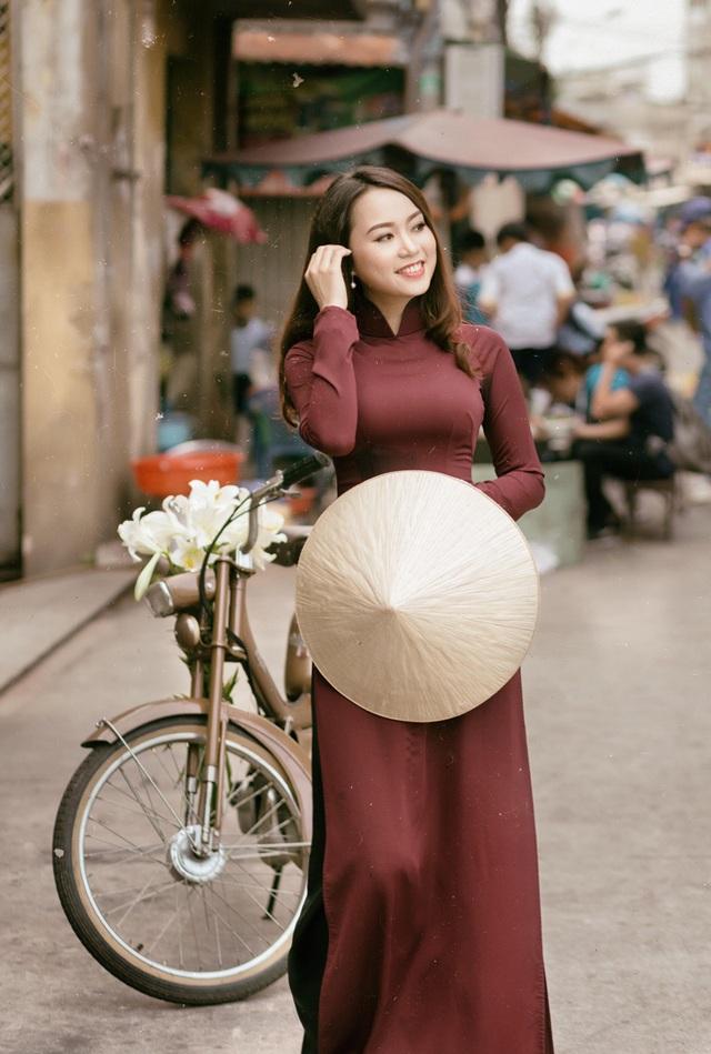 Á khôi Đại học Nội vụ yêu kiều bên sắc hoa loa kèn - 8
