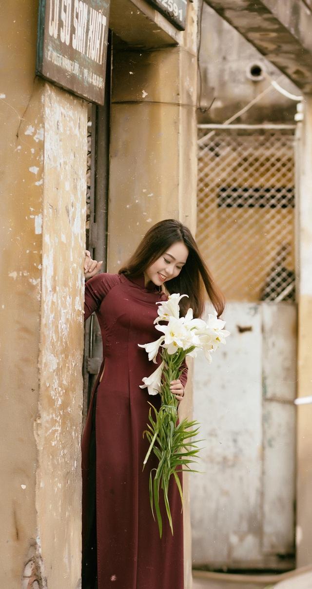 Á khôi Đại học Nội vụ yêu kiều bên sắc hoa loa kèn - 10