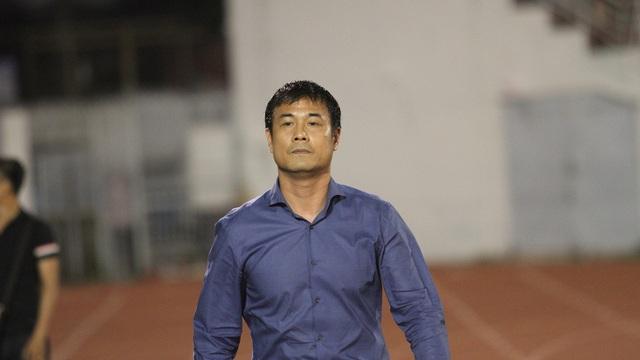 HLV Nguyễn Hữu Thắng... (ảnh: Trọng Vũ)