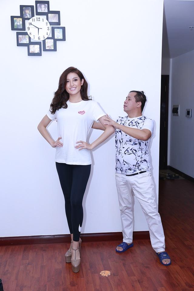 Mặc dù đã từng chinh chiến tại Hoa hậu Việt Nam 2014 nhưng Huyền My đã phải học lại từ đầu những kỹ năng catwalk, kỹ năng giải phóng hình thể và cách gây ấn tượng trước đám đông.