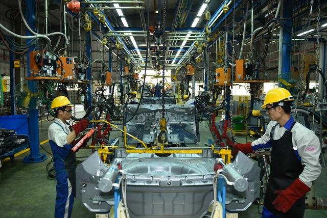 Thủ tướng khẳng định, chính sách phát triển ngành công nghiệp ô tô thời gian tới sẽ không bao cấp nhưng vẫn tạo điều kiện cho các nhà sản xuất ô tô Việt Nam.