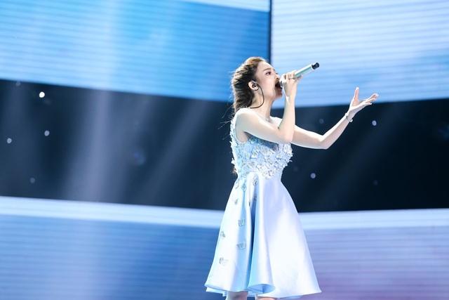 Ngọc Ny thể hiện giọng ca nội lực ngay từ những câu hát đầu tiên.