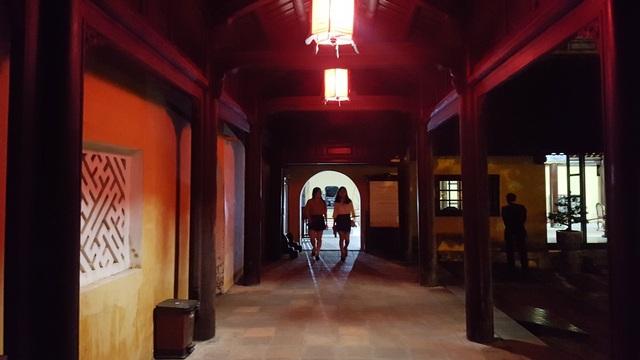 Khám phá những hành cung xưa vào ban đêm