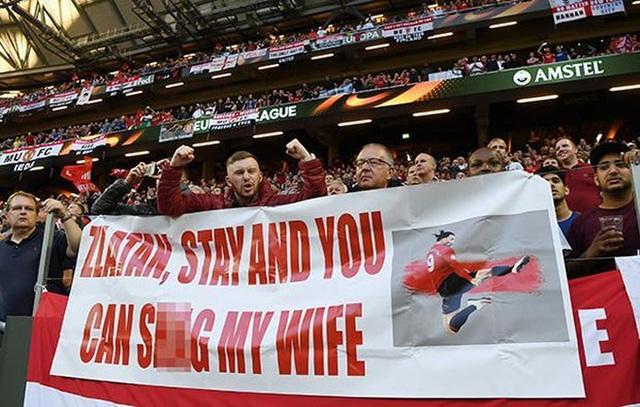 Thông điệp CĐV MU kêu gọi Ibrahimovic ở lại
