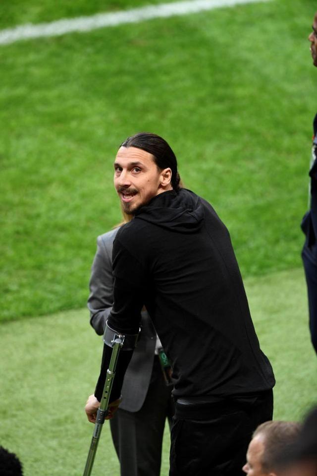 Ibrahimovic nhận được sự ủng hộ từ CĐV trên khán đài