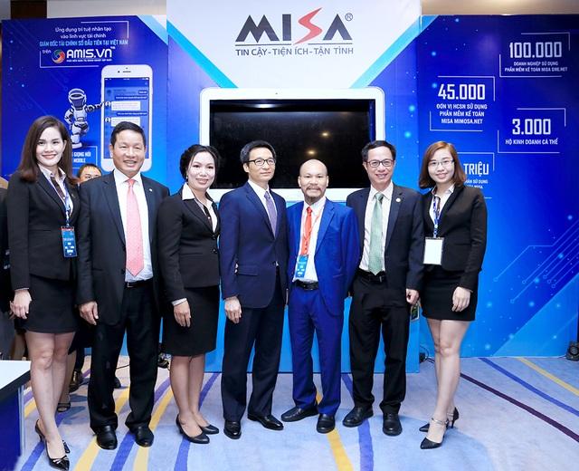 Phó Thủ tướng Vũ Đức Đam chúc mừng MISA đã tiên phong ứng dụng trí tuệ nhân tạo để phát triển các sản phẩm theo định hướng cuộc Cách mạng công nghiệp 4.0