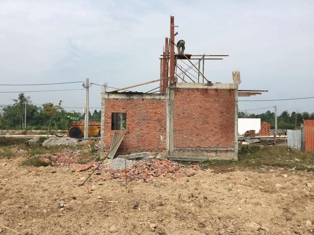 Những căn nhà mọc lên trong khu dân cư hạ tầng chưa được đồng bộ