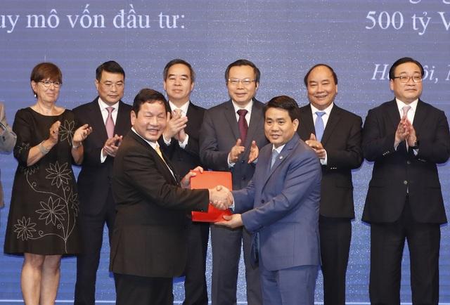 Lễ ký kết giữa Tập đoàn FPT và UBND TP Hà Nội để triển khai hệ thống giao thông thông minh.
