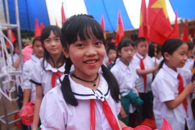 Niềm vui của các em học sinh Trường TH và THCS thị trấn Mù Cang Chải trong ngày khai giảng năm học mới