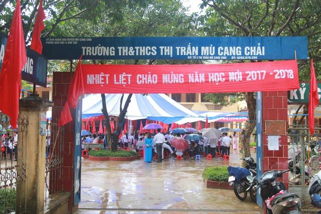 Năm học 2017 - 2018, học sinh ở điểm trường THCS thị trấn Mù Cang Chải nay được chuyển về học và nhập thành Trường tiểu học và THCS thị trấn Mù Cang Chải