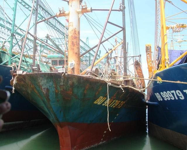 Một tàu vỏ thép của ngư dân bị hư hỏng nặng khi mới hạ thủy