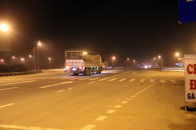 Sau khi Dân trí lên tiếng, Cục quản lý đường bộ II, thuộc Tổng cục đường bộ Việt Nam mới cho đấu điện, khởi động lại hệ thống chiếu sáng. Hiện việc đi lại tại ngã tư này đã an toàn hơn đối với người dân.