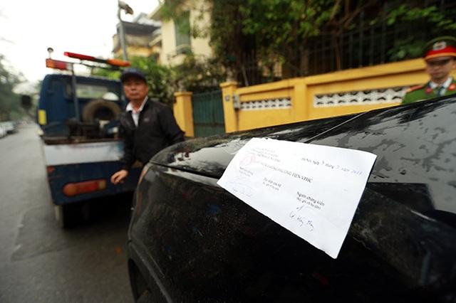 Hà Nội triển khai đỗ xe theo ngày chẵn lẻ, nhiều ô tô bị cẩu - 5