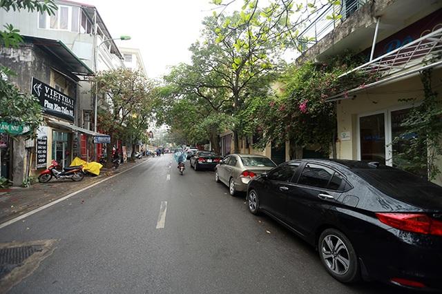 Để đáp ứng nhu cầu đỗ xe của người dân, Hà Nội cũng đang thí điểm đỗ xe ngày chẵn ngày lẻ trên các tuyến phố