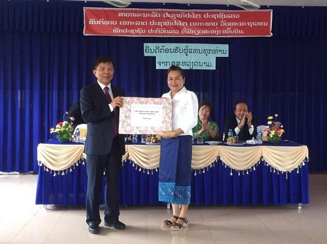 Lãnh đạo tỉnh Quảng Bình thăm và tặng quà cho Trường mầm non Hữu nghị Quảng Bình - Sa-van-na-khẹt