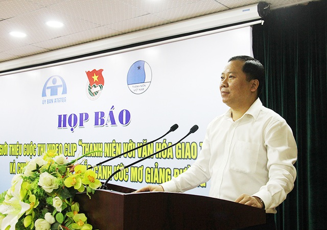 Anh Nguyễn Phi Long, Bí thư BCH Trung ương Đoàn, Chủ tịch Trung ương Hội LHTN Việt Nam chủ trì họp báo