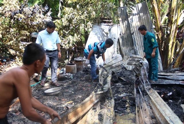 Dù được người dân, chính quyền địa phương nỗ lực dập lửa nhưng đám cháy đã thiêu rụi hoàn toàn căn nhà của bà Trương Thị Tím.