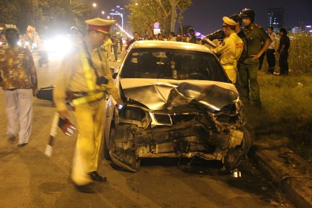 Vụ tai nạn khiến ô tô bị bẹp đầu