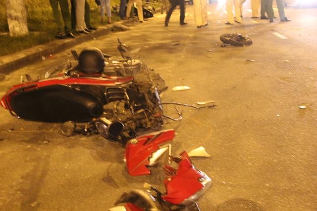 Xe máy cũng bị hư hỏng nặng