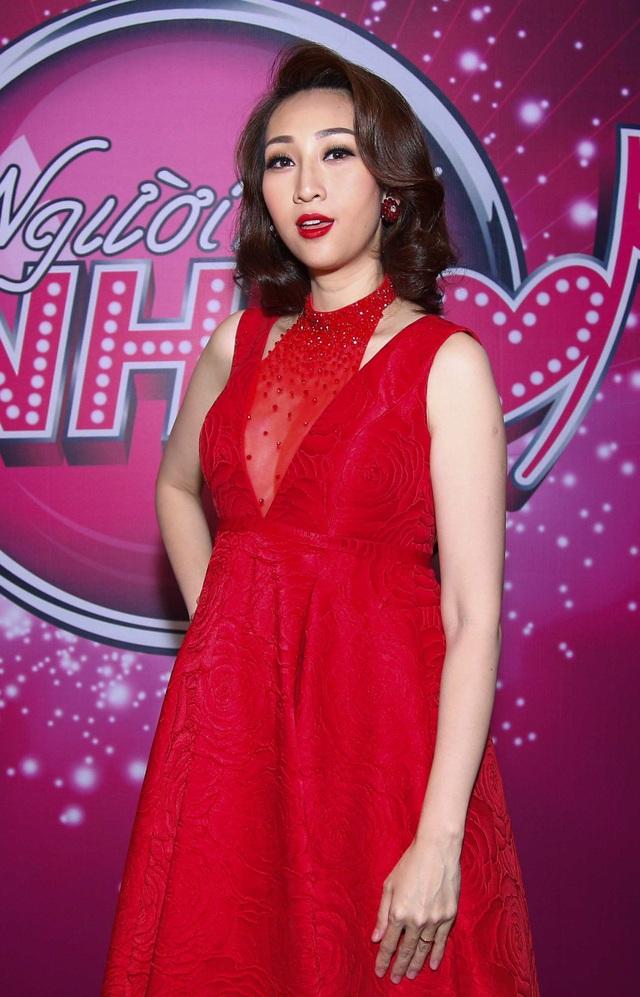 Quản lý của nữ ca sĩ cho biết chương trình có lịch quay mỗi tháng nên thời điểm cô quay hình cũng kết hợp với việc khám thai kỳ cho em bé.