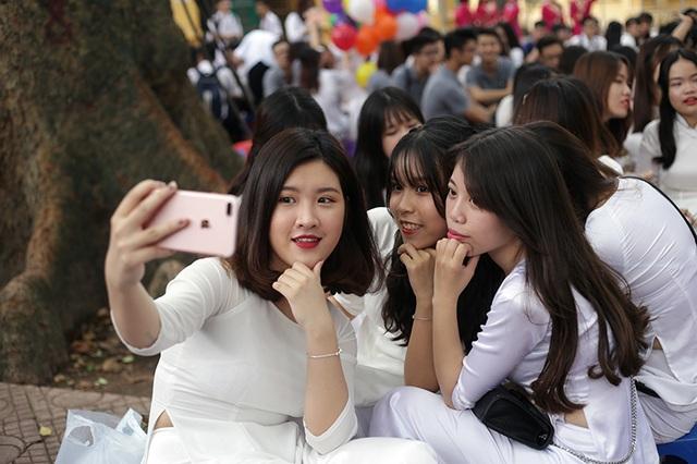 Các nữ sinh trường Phan Đình Phùng biết cách làm đẹp và cũng khá sành điệu.