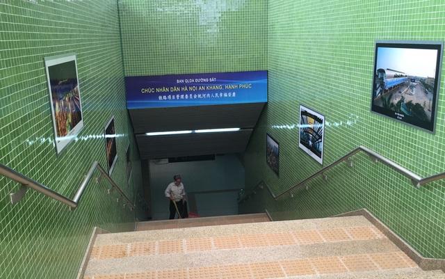 Những dòng chữ Trung Quốc xuất hiện song song cùng tiếng Việt trong nhà ga La Khê.