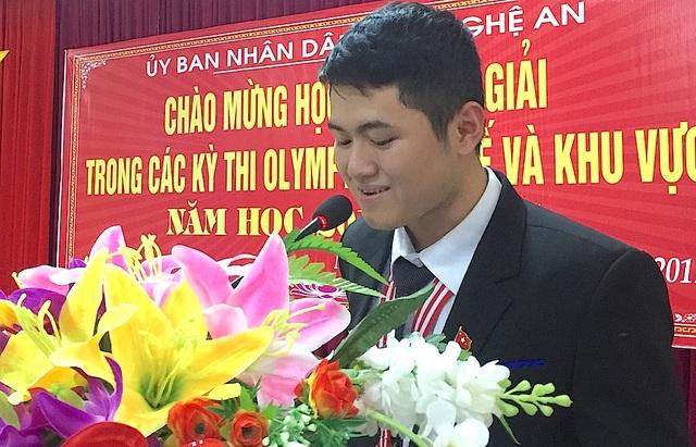 Em Trần Hữu Bình Minh - HCV Olympic Vật lý quốc tế và HCB Vật lý Châu Á phát biểu.