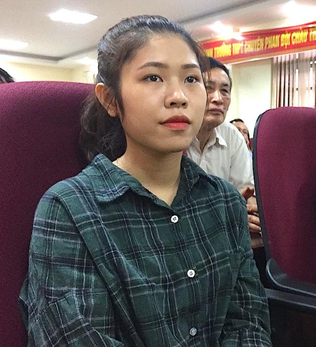 Em Trương Thị Khánh Huyền - Giải Nhất viết luận Tiếng Nga quốc tế.