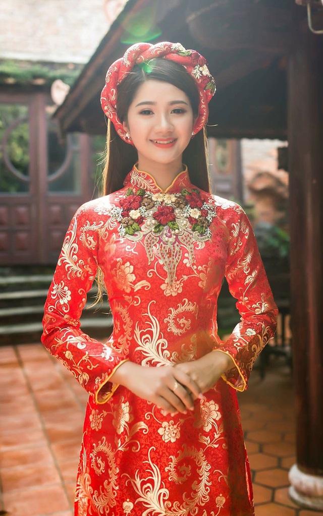 Theo Thảo, nói đến người phụ nữ Việt Nam là người ta lại nghĩ đến áo dài. Áo dài khi mặc trên người làm cho người phụ nữ tự tin khi khoe được đường cong cơ thể, vừa kín đáo vừa sang trọng quý phái.