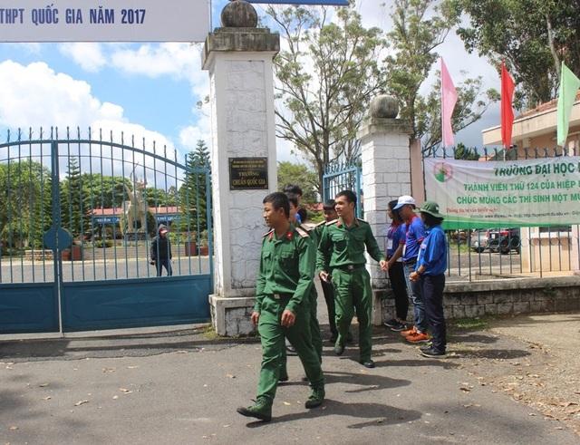 Tại điểm thi trường Bùi Thị Xuân (Đà Lạt) có rất nhiều quân nhân tham dự kỳ thi