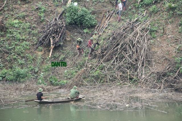 Sau khi báo chí phản ánh chủ đầu tư đã đốc thúc nhà thầu Tổng Công ty xây dựng Trường Sơn huy động lực lượng trục vớt cây cối trôi nổi trên lòng hồ.