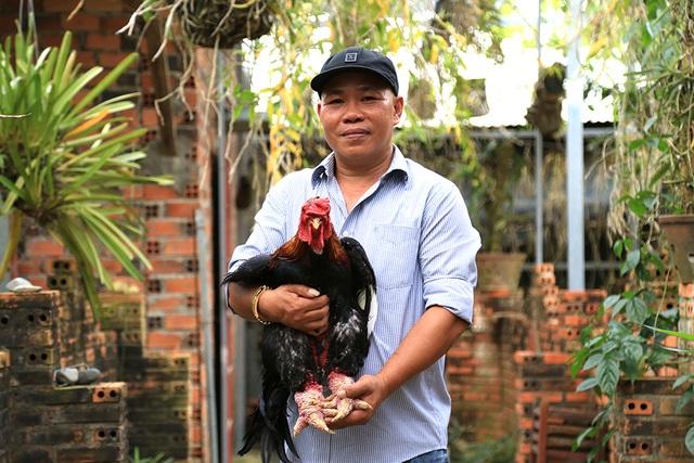 Khởi nghiệp với 200.000 đồng, đến nay anh Tuấn đã làm chủ trại gà tiến vua lớn nhất miền Nam.