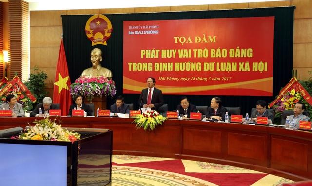 Bí thư Thành uỷ Lê Văn Thành đánh giá báo chí luôn đồng hành giúp thành phố phát triển (ảnh: Báo Hải Phòng)