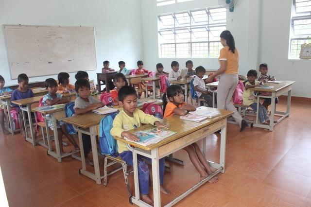 Hơn 1.000 học sinh nghèo Lâm Đồng chưa nhận được hỗ trợ chi phí học tập