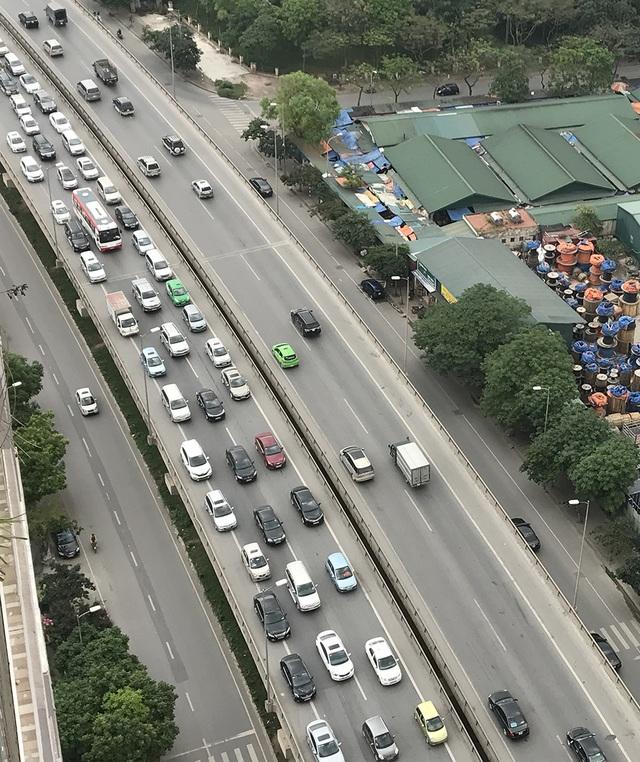Nhiều tuyến đường ở cửa ngõ phía Nam TP Hà Nội bắt đầu bị ùn tắc trong sáng nay