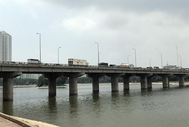 Do mật độ giao thông cao, tuyến đường xuất hiện hư hỏng, nên mới đây Bộ GTVT đã đề nghị Hà Nội hạ tốc độ lưu thông trên tuyến đường này từ 90 km/h xuống 80 km/h.