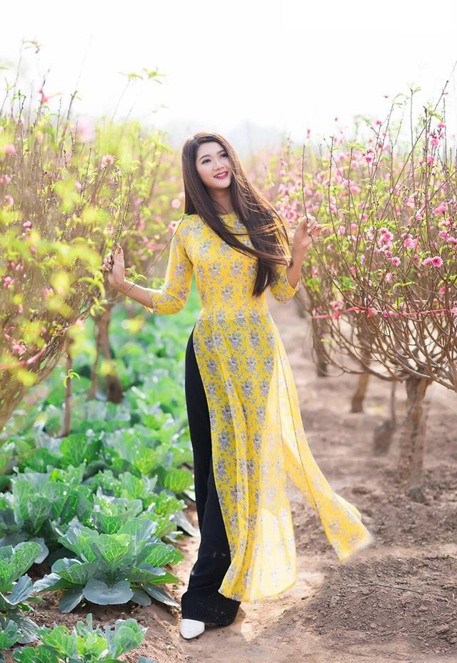 Khi tham gia các cuộc thi người đẹp, Thảo cũng lựa chọn những hình ảnh cô mặc áo dài.