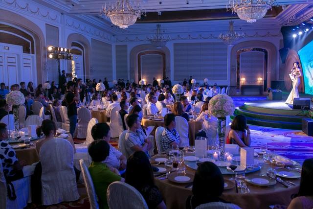 Sự kiện có sự tham gia của hàng trăm khách hàng và đối tác.