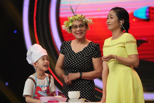Nghệ sĩ Phương Dung và cháu nội tham gia chương trình. Ảnh: BTC.