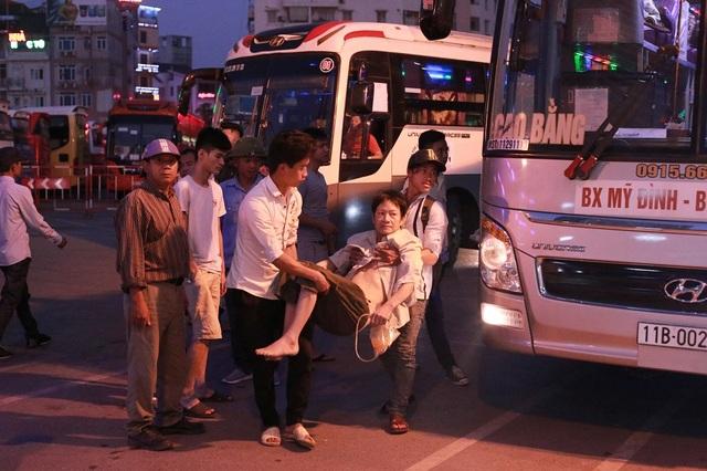 Sau hơn 1 tháng mất liên lạc, báo điện tử Dân trí đã liên lạc về chính quyền địa phương xã Vĩnh Phong để tìm cách đưa bác Vừa lên Hà Nội chữa trị.