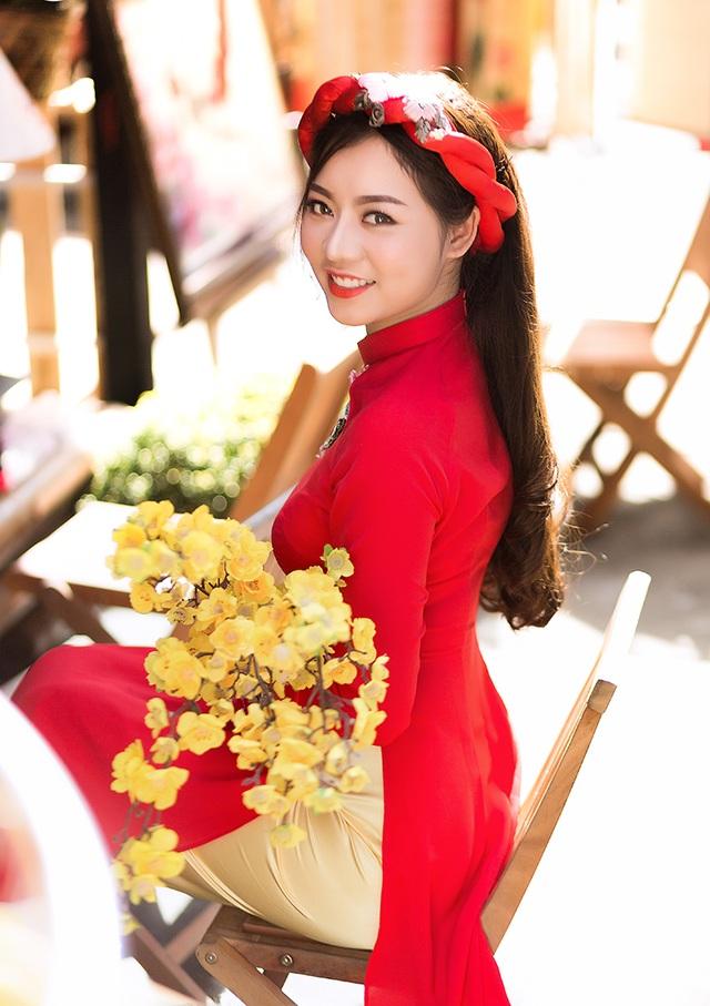 Trần Thanh Trúc, 22 tuổi, ngụ tại quận Tân Phú, TP.HCM. Cô là một thu ngân có sở thích đơn giản là ăn uống và tám cùng bạn bè.