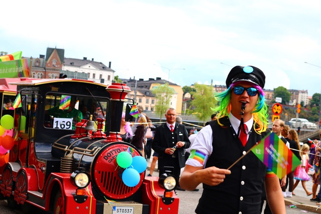 Nhiều phương tiện khác nhau được sử dụng cho cuộc diễu hành.