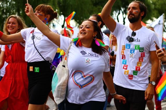 Thuỵ Điển được biết đến là quốc gia cởi mở và bình đẳng nhất thế giới. Đây là quốc gia đầu tiên cho phép những người chuyển giới có thể phẩu thuật và đăng ký lại giới tính vào năm 1972. Trước đó, hôn nhân đồng giới được đề cập trong luật lần đầu tiên kể từ năm 1944.