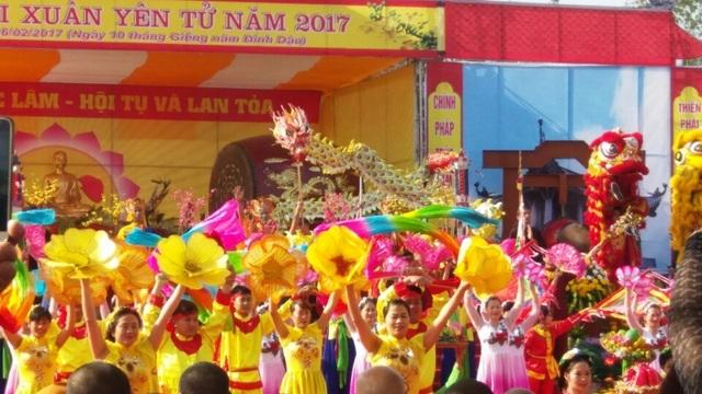 Lễ hội diễn ra với đầy đủ các nghi lễ, nhiều hoạt động phong phú nhưng do lễ khai hội diễn ra vào ngày đi làm đầu tuần nên khá vắng du khách.