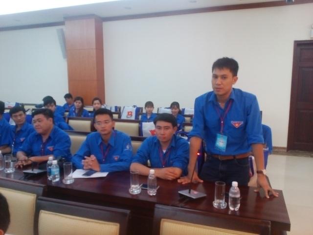 Đại biểu thanh niên công nhân đóng góp ý kiến tại buổi tọa đàm