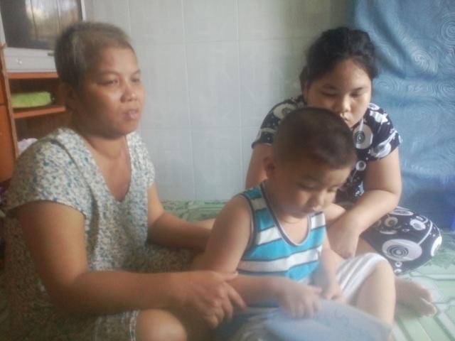 Chị Trịnh Thị Kim Hương và 2 con